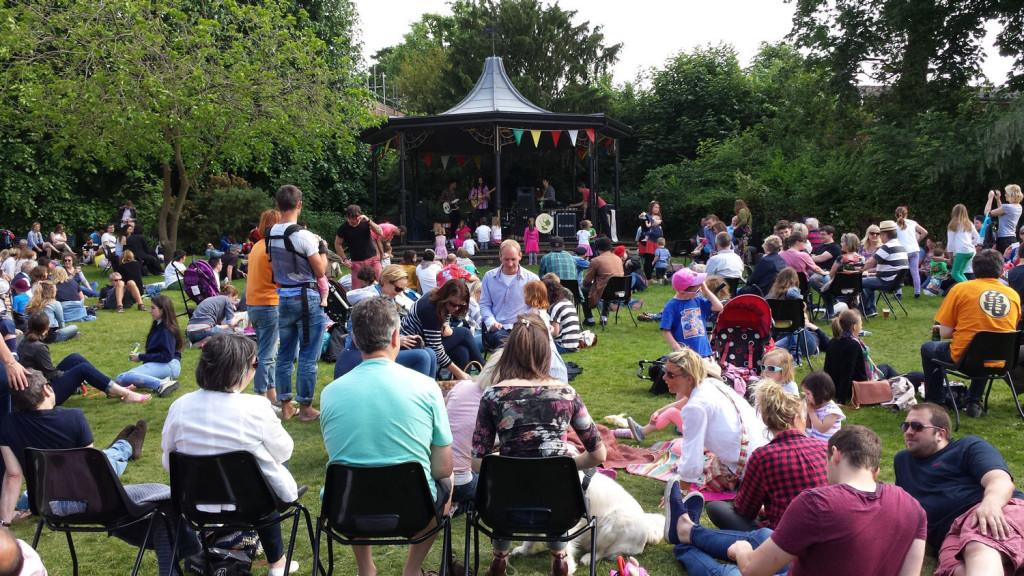 Fete de la Musique in Jubilee Gardens Saffron Walden 21 June 2015 1500x844